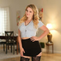 Eliza Eves: Une cam girl avec des courbes captivantes
