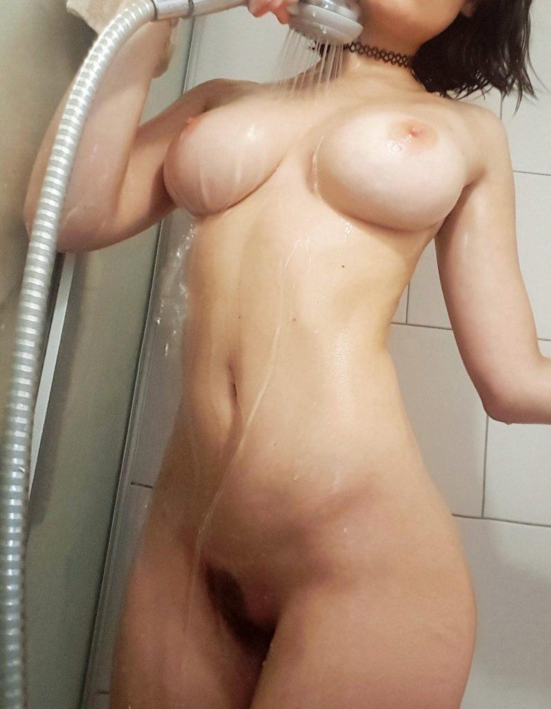 amateur nude pic 1